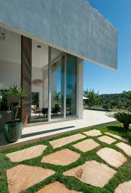 Glass And Concrete House Architecture Grassy Courtyard In Amazing Dream Contemporary House