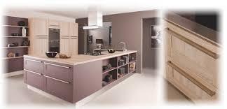 joue meuble cuisine cuisinella joue avec le bois dans la cuisine