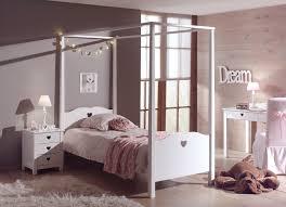 chambre lit baldaquin lit baldaquin enfant so romantique de la chambre emilie so nuit