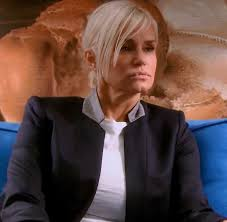 natural color of yolanda fosters hair yolanda foster s navy blue blazer with grey collar big blonde