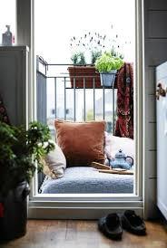 balkon gestalten ideen balkon im frühling mit blumen dekorieren günstige gestaltung ideen