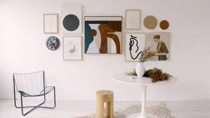 how to create a gallery wall or salon style hang for the 21st century
