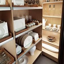 cuisine dans un placard rangement cuisine comment bien l organiser small galley
