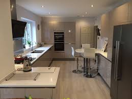 resultado de imagen para cashmere kitchen with grey quartz worktop