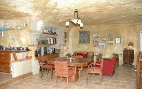 chambre troglodyte touraine chambre d hôtes le troglo de micha à nazelles négron en indre et