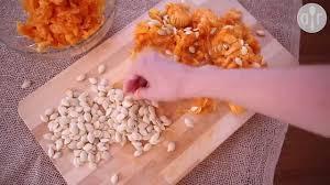 comment cuisiner la citrouille comment retirer les graines d une citrouille