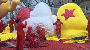 thanksgiving eve nyc the 89th macy u0027s thanksgiving day parade 2015 balloon inflation