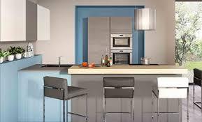prix cuisine mobalpa cuisine moderne îlot central blanc gris et bleue ambiance patchwork