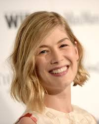 rosamund pike at women in film pre oscar cocktail party in los