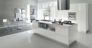 plan de travail cuisine blanche carrelage sol cuisine blanc brillant pour idees de deco blanche gris
