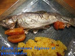 cuisiner truite au four truite saumonée au four à la tomate et aux herbes lucia saveurs