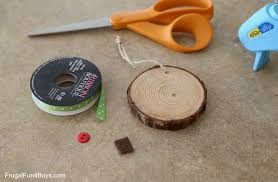 how to make adorable wood slice ornaments