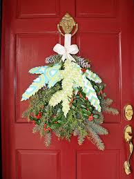 Make Christmas Decorations At Home by Christmas Decorating Ideas For The Front Of House Decoration Door