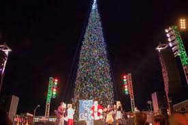 annual christmas tree lighting at anthem outlets scottsdale