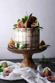 chai spiced cake with fresh figs and caramel wife mama foodie