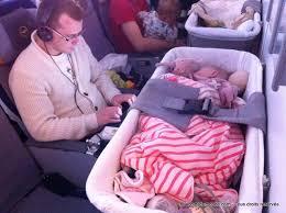 siège auto bébé 7 mois prendre l avion avec un bébé notre bilan