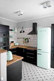 cuisine blanche sol noir cuisine bois noir blanche sol carreaux de ciment mur carrelage métro