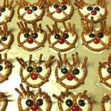 reindeers an pretzles pretzel reindeer holiday decorating
