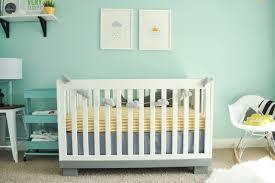 chambre bebe verte chambre enfant chambre bébé fille murs vert eau lit bébé blanc