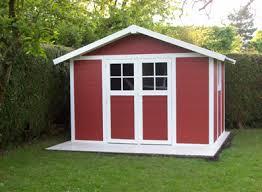 cabane jardin pvc avec l abri pvc mettez de la couleur dans vos jardins