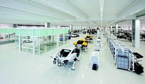 mclaren f1 factory inside mclaren u0027s futuristic supercar factory maxim