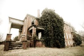this creepy abandoned in north carolina is still standing