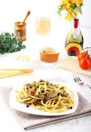 cuisiner du fenouil frais pâtes avec les sardines et le fenouil frais image stock image du