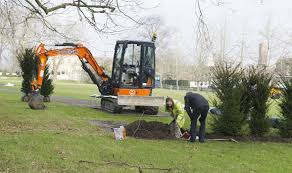 kensington palace tickets prince william and kate plant hedge at kensington palace ahead of