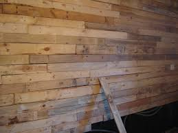bardage bois chambre mur en lambris dcoration chambre bb lambris with mur en