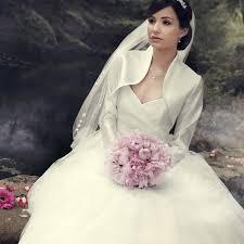 mariage chetre tenue robe de mariée pas chère avec bretelles instant précieux