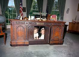 Oval Office Desk While Is Away The Contractors Play
