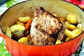 cuisine roti de porc en cocotte rôti de porc à la moutarde et ses petits légumes en cocotte chez