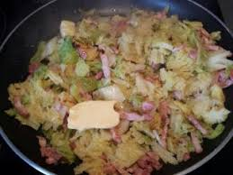 comment cuisiner chou vert chou vert aux lardons recette ptitchef