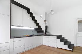 einbauschrank küche bilderstrecke zu wie bauherren die treppe geschickt in den