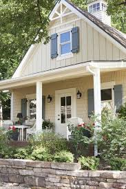 white farmhouse exterior paint color benjamin moore simply white