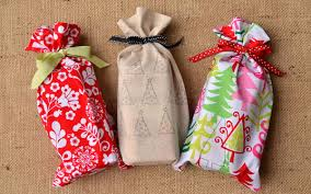cloth gift bags diy gift bag craft snob