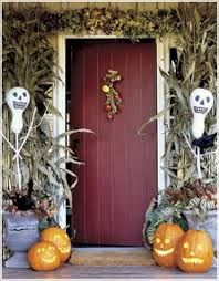white skull halloween decor on front door come with four scary diy