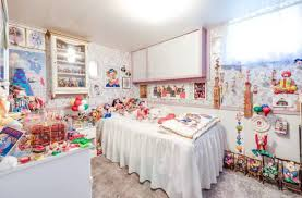 creepy clown filled house now for sale near toronto