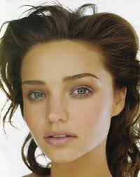 best hair for wide nose does miranda kerr have a broad nose or am i biased