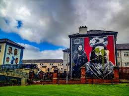 derry murals the troubles of northern ireland travel addicts two of the derry murals the hungers strikers murala dn the john hume mural