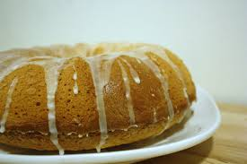 file 7 up pound cake with dripping glaze jpg wikimedia commons