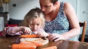 cuisiner avec ses enfants seinesaintdenis fr enfance livre à table
