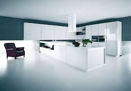 cuisine en verre blanc la cuisine yara s habille d armoires laquées blanc brillant de
