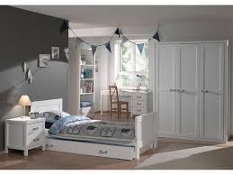 chambre bois blanc armoire de chambre en bois laqué blanc hauteur 200 cm lewis 3 portes