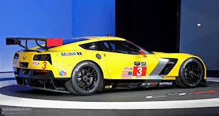 corvette c7 r 2014 corvette c7 r breaks cover in detroit promises more track