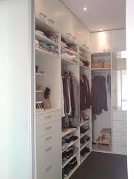 Schlafzimmer Beige Wand Offener Kleiderschrank In Kleinem Zimmer Tentfox Com