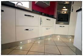 plinthe cuisine plinthes pour meubles cuisine cyreid com