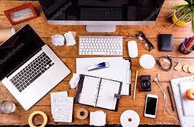 gadgets du bureau bureau avec divers gadgets et fournitures de bureau poser de plat