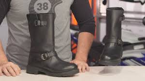 highway 21 primary engineer boots review at revzilla com youtube