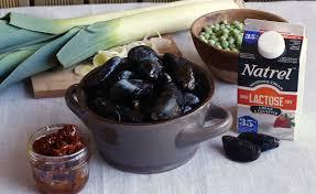 cuisiner les moules notre recette de moules à la crème poireaux tomates séchées et